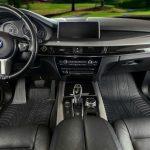 Come tenere puliti i tappetini della vostra auto